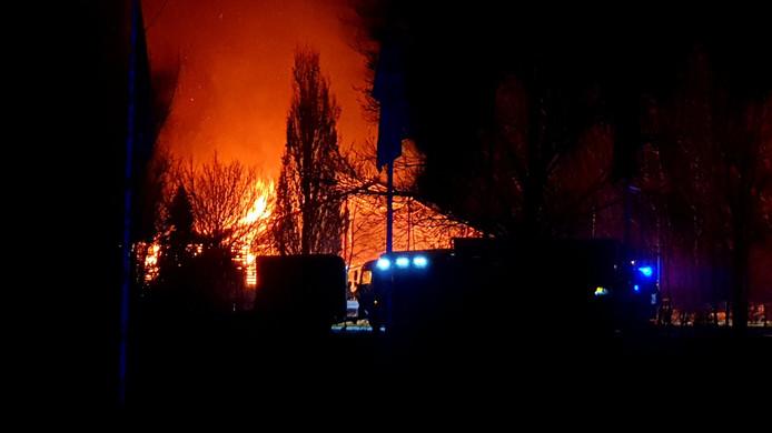 De brandweer is massaal uitgerukt naar de grote brand in de manege Lelystad.