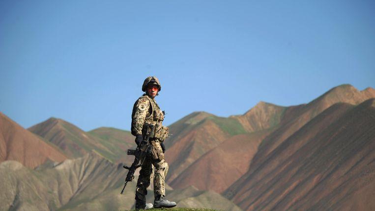 Een Duitse soldaat houdt de wacht tijdens een missie in de Afghaanse provincie Takhar. Beeld AFP