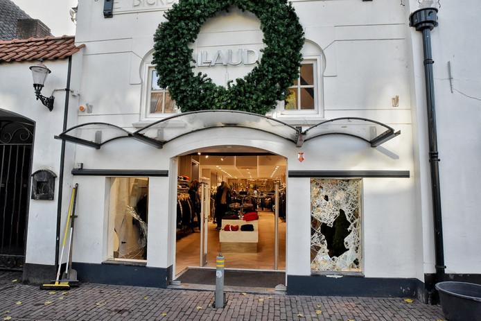 Kledingwinkel Laud in Oisterwijk na de inbraak.