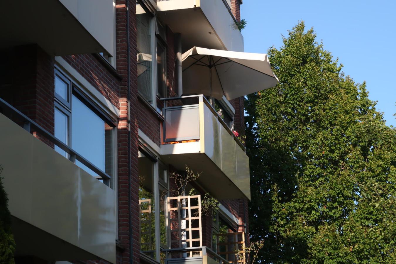 Een barbecue zorgde voor een brandje op een balkon in Breda