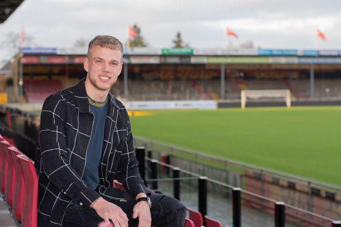 Luuk Brouwers in het stadion van Go Ahead Eagles, waar hij volgend seizoen zijn voetballoopbaan vervolgt.