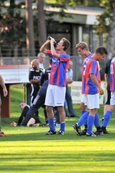 Drinkpauze in oktober, KNVB-vlag halfsstok en de teleurstellende verjaardag van Bataven-trainer