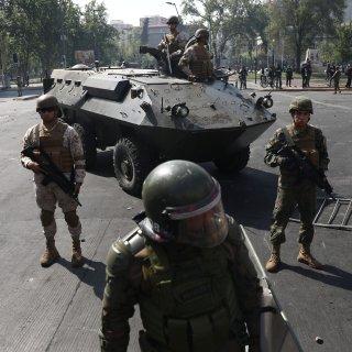 Verhoging ov-tarief Chili opgeschort na onlusten, militairen op straat