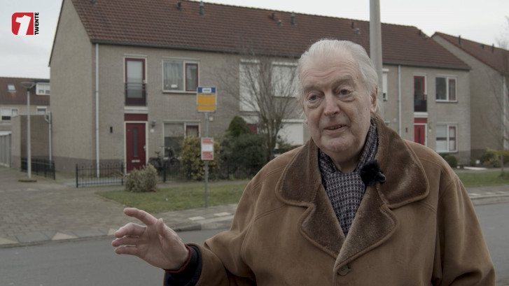 Walter (86) uit Enschede boos over verdwijnen van bushokje