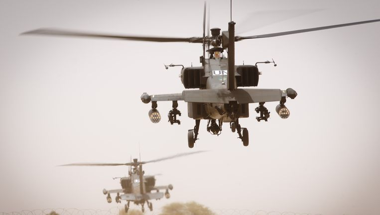 Nederlandse Apache-helikopters bij het vliegveld Gao in Mali. Beeld ANP