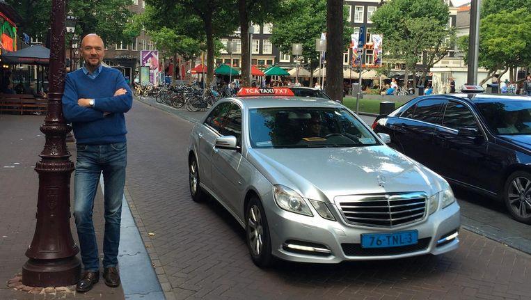 Wanneer Eenhoorn de benodigde papieren thuis heeft ontvangen wil hij ook daadwerkelijk ritten gaan maken als taxichauffeur. Beeld VVD Amsterdam
