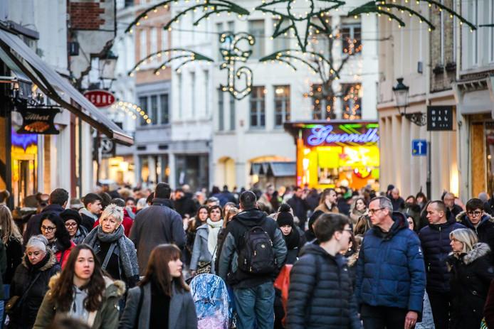 Een massa volk in Brugge: een vertrouwd beeld (archief)