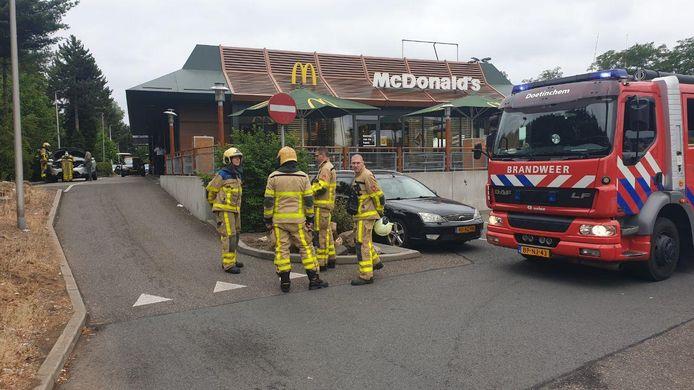 De brandweer snelde toe na de brandmelding bij de McDonald's in Doetinchem.