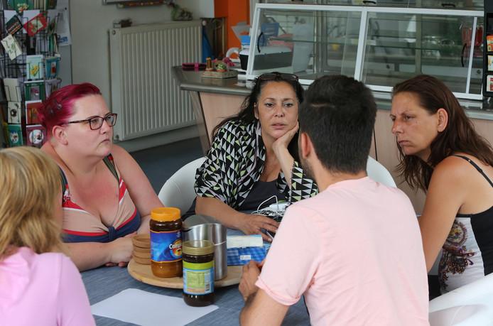 """Sercan is homo en vluchtte uit Turkije voor de doodsbedreigingen van zijn eigen familie. Uit angst voor represailles wil hij niet herkenbaar in beeld. ,,Als ik niet met dat meisje zou trouwen, zouden ze mij doodmaken."""""""