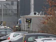 Brandweer redt twee personen uit container in Lochem