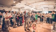 Liedjes meebrullen in Uzien tijdens 'Allez, chantez'