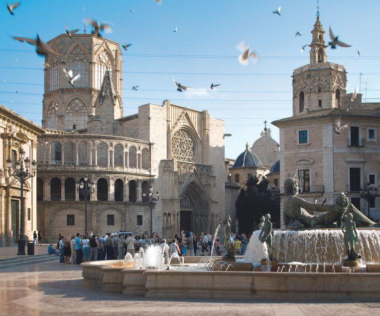 Het mooiste plein is Plaza de la Virgen, waar de kathedraal prijkt.