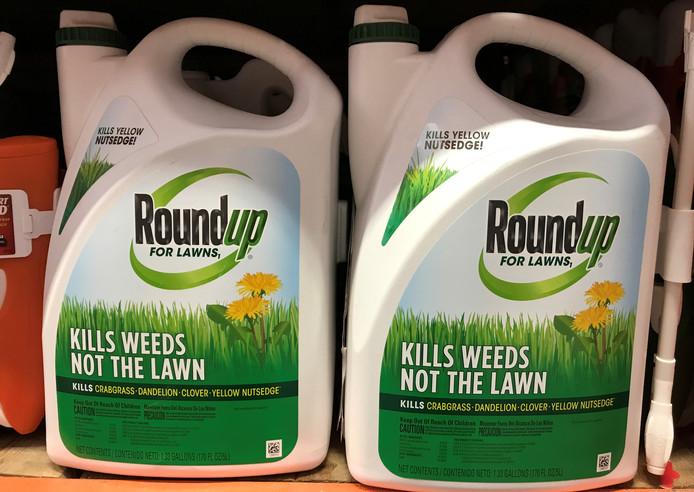 Het middel Roundup is populair bij boeren, maar ook bij mensen die er hun tuin mee beschermen tegen onkruid.
