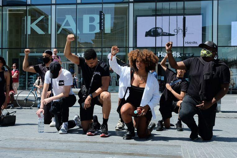 Afgelopen maandag kwamen er op het Brusselse Muntplein tientallen mensen samen voor een Black Lives Matter-betoging.