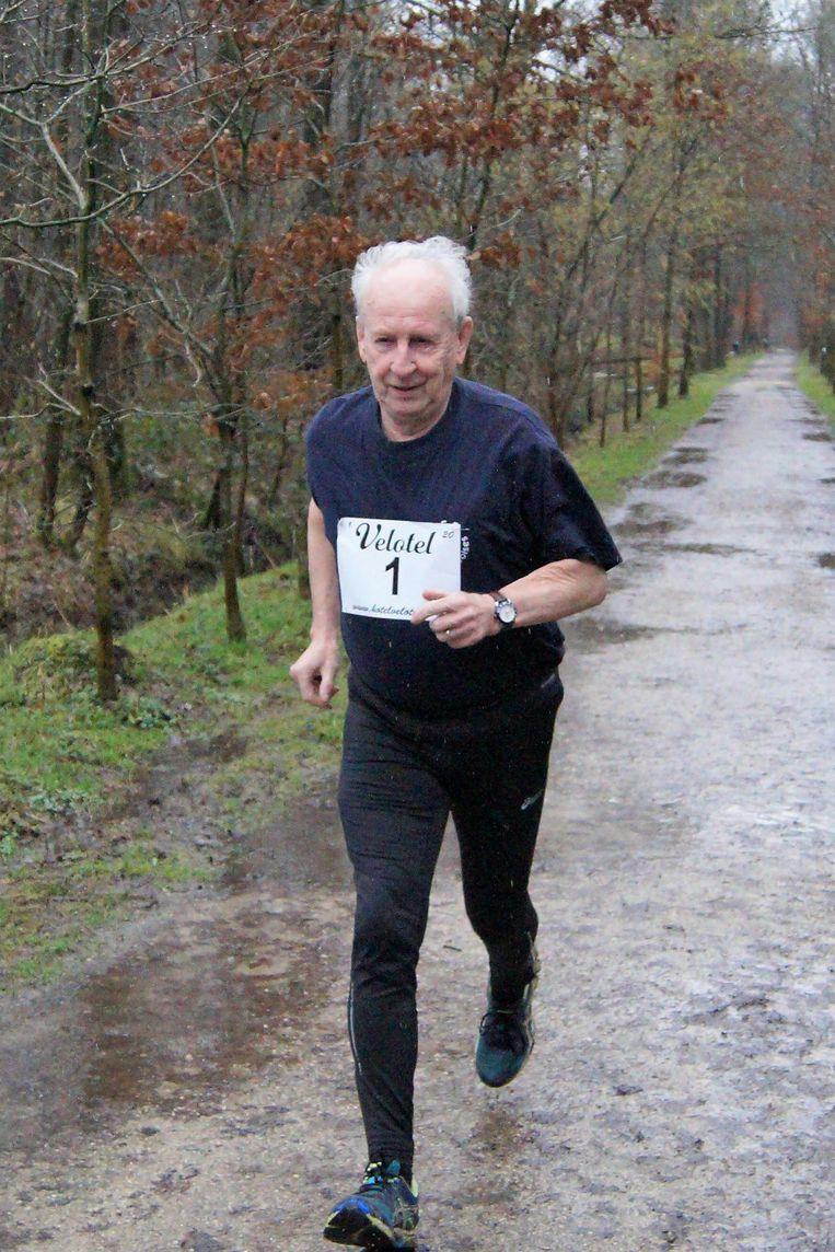 Voormalig atleet Walter Vanhoutte (80) gaat nog 4 keer per week 50 minuten lopen.