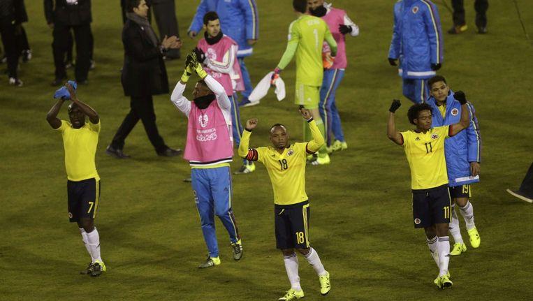 De Colombiaanse voetballers vieren de overwinning op Brazilië.