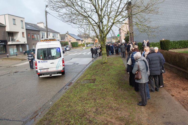 De aanwezigen van de Saviokerk werden in eerste instantie enkele honderden meters verder opgevangen.