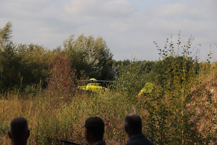 Een traumahelikopter spoedde zich naar de Uilweg in Mill, waar een jetskiër zwaargewond raakte bij een ongeluk.