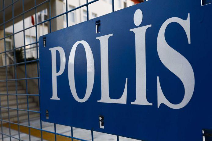 De Almelose Turk werd aangehouden door de politie. Inmiddels is hij weer op vrije voeten, maar hij mag het land niet uit.
