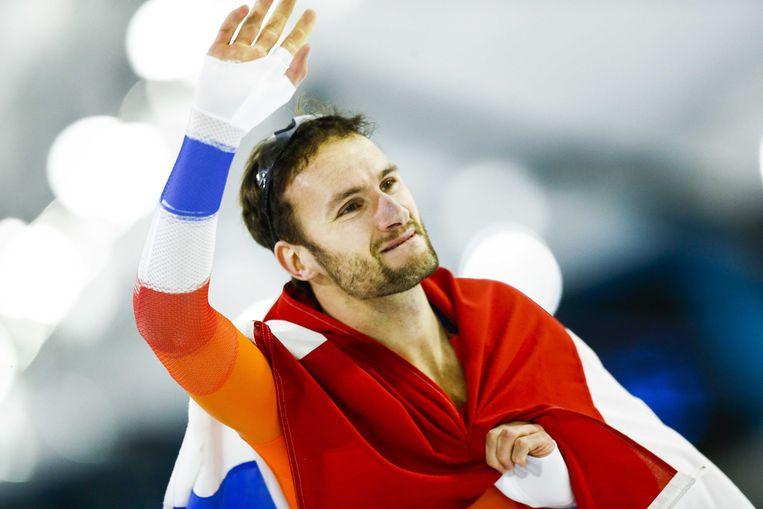 Thomas Krol juicht na het winnen van de 1500 meter tijdens de EK Afstanden in Thialf. Beeld ANP