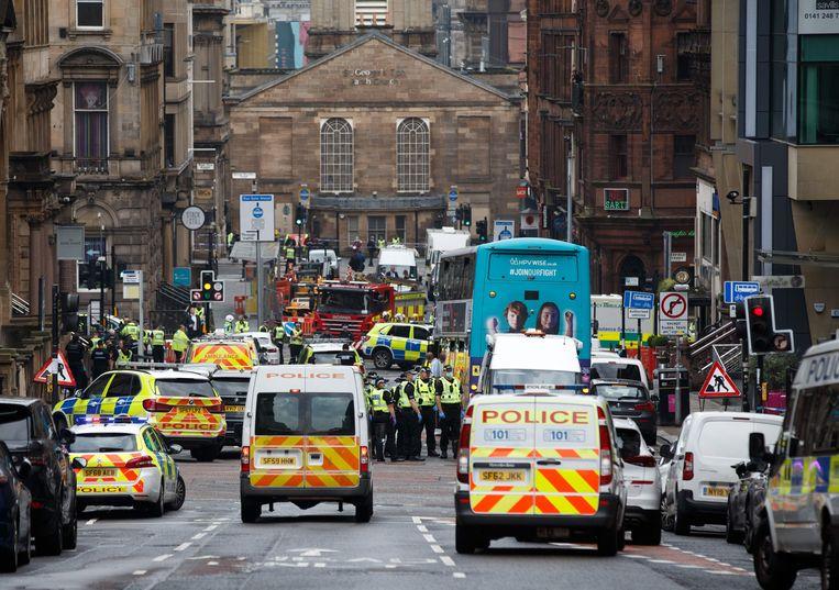 Hulpdiensten rukken na voor de steekpartij in Glasgow. Beeld AFP