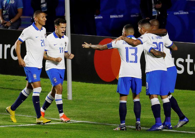 Philippe Coutinho en ploegmaats vieren doelpunt tegen Bolivia.