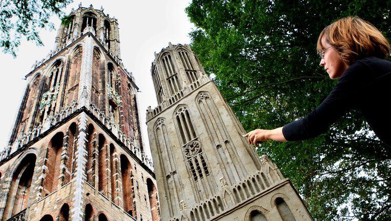 In 2007 maakten kunstenaars een zandsculptuur van de Utrechtse Dom. De Domkerk wordt als eerste gerenoveerd met geld uit crowdfunding. Beeld anp