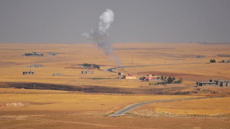 Rook boven Sinjar, ten westen van Mosul. Beeld REUTERS