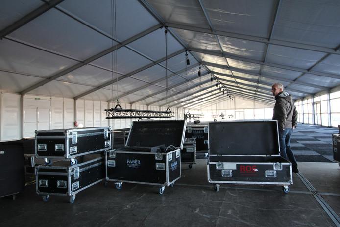 Kees Kools in de enorme VIP-tent die maandag na het NK Veldrijden meteen weer werd afgebroken.