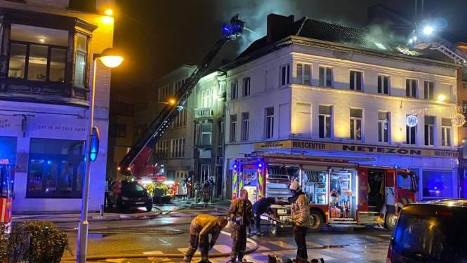 Hevige brand in Gent: 2 gewonden overgebracht naar het ziekenhuis
