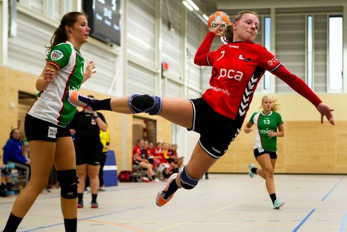 Kim Peters vliegt namens Kwiek door de hal, de Raalte club heeft nog drie teams in het landelijke bekertoernooi.