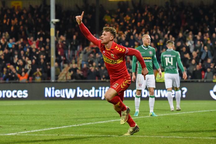 Julius Bliek, hier juichend na zijn treffer tegen FC Dordrecht, krijgt vrijdagavond een basisplaats als centrale verdediger.