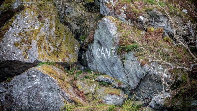 De grot bij Loch Lomond waar Rob Roy zich verstopt zou hebben Beeld David Bronkhorst en Chantal van Wees