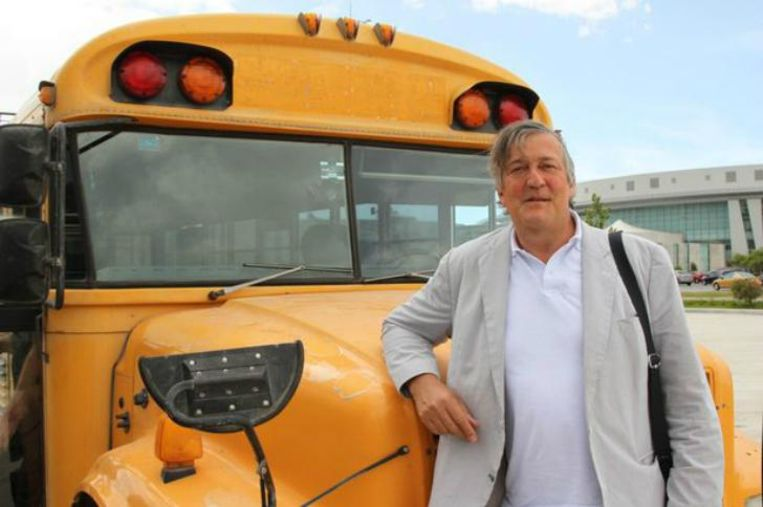 Stephen Fry in Central America. Beeld