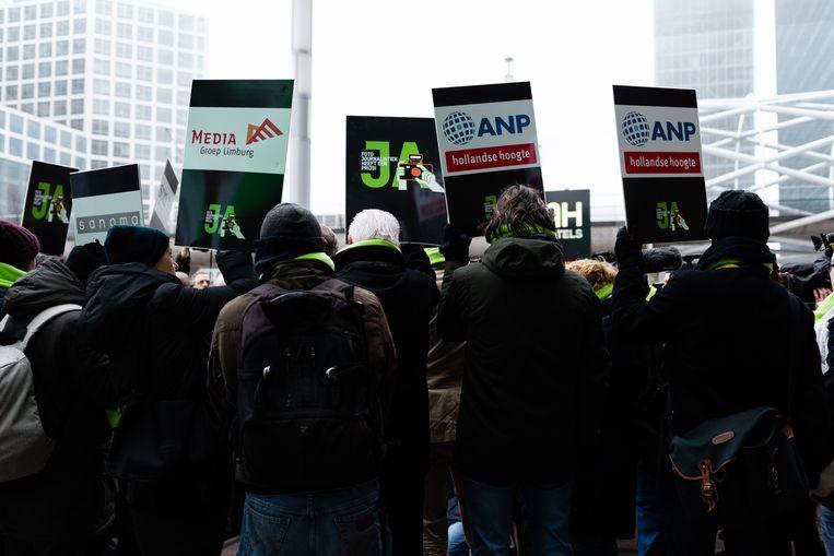 Protest van fotografen tegen de lage freelancetarieven, eind januari. Beeld Katja Poelwijk