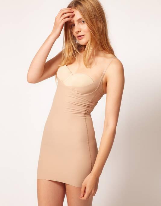 Een bodysuit draag je onder een strak kleedje