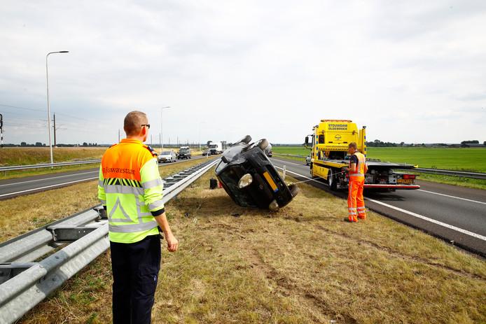 De auto sloeg over de kop op de N50 bij Kampen.