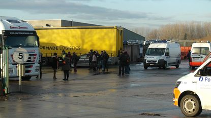 142 vrachtwagens aan de ketting