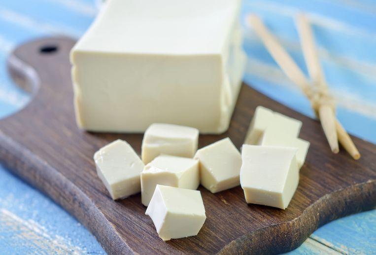 Tofu heeft een neutrale smaak en moet altijd goed gekruid worden.