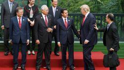 Trump ontdekt op internationale top dat nieuwe premier Nieuw-Zeeland niet op haar mondje gevallen is