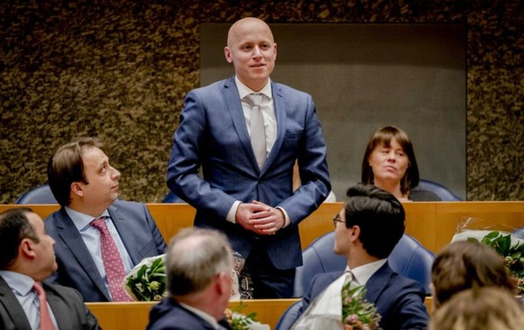 Rens Raemakers (D66) legt de eed af tijdens de installatie van de nieuwe Kamerleden na de Tweede Kamerverkiezingen. Beeld null