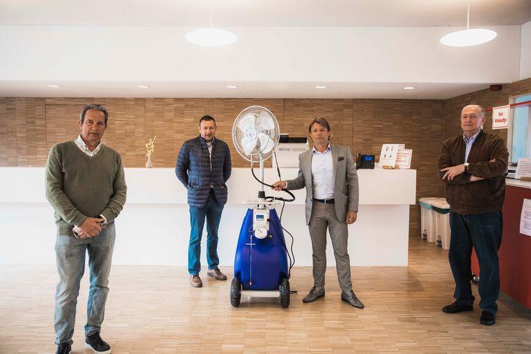 Een innovatief concept in Villa Rosa. V.l.n.r.: bestuurder Filip Moers, voorzitter Pascy Monette, ingenieur Robin Severi en bestuurder Roger Clerinx;