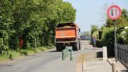 """Zwaar verkeer is stilaan problematisch in Rozenlaan: """"Sommigen trekken zich niets aan van de snelheidsbeperkingen en voorrangsregels"""""""