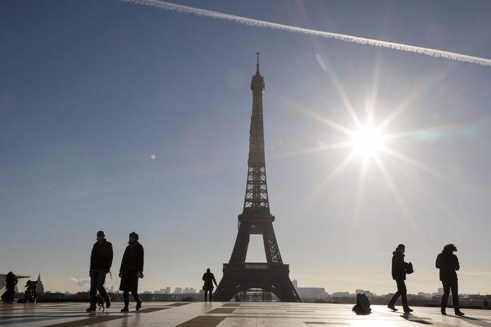 De Eiffeltoren zelf wordt op 16 december weer opengesteld voor het publiek.