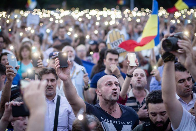 Demonstranten tijdens een protest in Boekarest. Beeld AFP