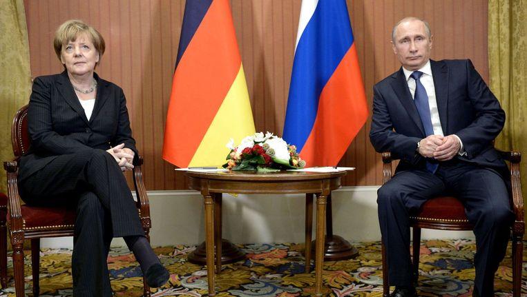 De laatste ontmoeting van Poetin en Merkel was op 6 juni in Deauville, precies zeventig jaar na D-Day. Beeld anp