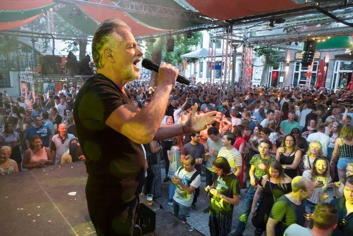 George Baker op het Faberplein tijdens de Vierdaagsefeesten .