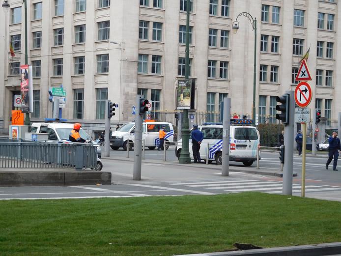 Op straat in Brussel alleen nog maar agenten en militairen.
