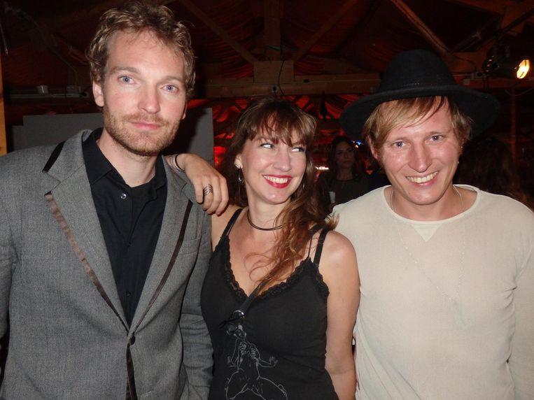 Peter Smit (dj Kanjer West), Julia Krasenberg (Overamstel) en Lucky Fonz III, nu nog vriend van filosoof Linde van Schuppen, maar vanaf september librettist Beeld Schuim