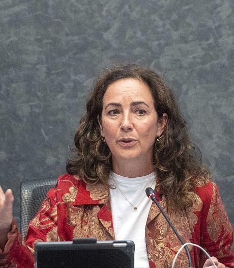 Halsema halveert straf voor cafés die coronaregels overtreden